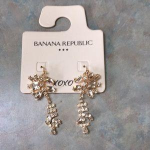Banana Republic drop earrings